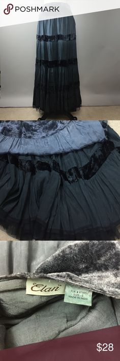 """Elan Maxi Skirt S 100% rayon maxi in shades of grey and black. Tulle hemline, side zip. Fully lined and of good weight for cooler weather. 28"""" waist, 40"""" length. In good used condition. A933M Elan Skirts Maxi"""