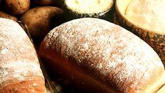 Ylijääneistä keitetyistä perunoita saa hyödynnettyä leipomalla makoisaa perunalimppua!