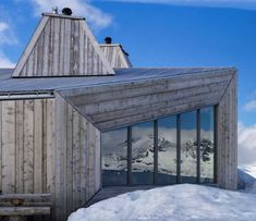 Turistická chata so záchrannou chatkou vo výške 1 200 metrov nad morom Chata, Wood Houses, Wood Architecture, House In The Woods, Gazebo, Outdoor Structures, Timber Homes, Log Homes, Kiosk