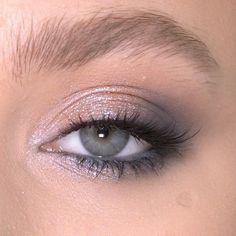 Easy eye makeup ideas make up videos Easy eye makeup ideas Hazel Eye Makeup, Cat Eye Makeup, Blue Eye Makeup, Smokey Eye Makeup, Makeup For Blue Dress, Spring Eye Makeup, Colorful Eye Makeup, Simple Eye Makeup, Natural Eye Makeup