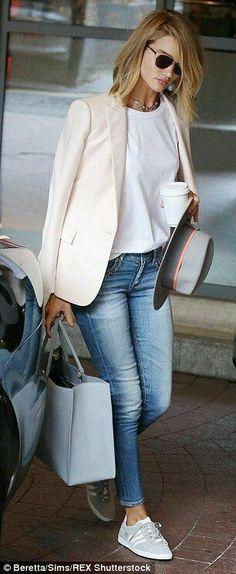 White blazer outfits · rosie huntington-whiteley looks chic in skintight jeans and blazer blazer jeans, Looks Chic, Looks Style, Casual Looks, Look Casual Chic, Work Looks, Women's Casual, Best Blazer, Look Blazer, Casual Blazer