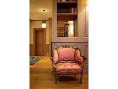 #PascalDelmotte #interiordesign #home #design #decorating #residentialdesign #homedecor #colors #decor #designidea #chair Bookcase, Shelves, Interior Design, Chair, Projects, Furniture, Home Decor, Nest Design, Log Projects