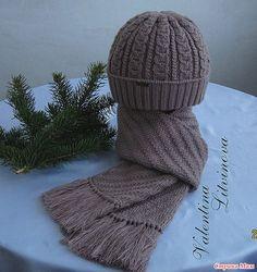 """Красивый, нарядный комплект """"Шапочка и шарф для мужчины"""" - подарок к Новому Году,  Пряжа 50% шерсть + 50% акрил. В 100 гр - 250 м. Шапочка двойная, и двойной отворот."""