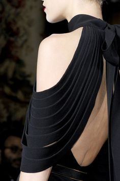 Fashion Couture | sinolia: Yves Saint Laurent, spring 2011