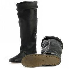 These boots are made after several century models. They are made of a high quality leather and are available in the sizes 38 up to These shoes are s Elizabethan Clothing, Historical Clothing, European Clothing, Dark Harbor, Landsknecht, Old Shoes, Old Clothes, 16th Century, Leather Working