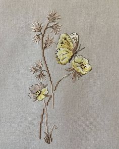Scroll template for picture. When the caterpillar does not work … – Stylist Butterfly Cross Stitch, Cross Stitch Bird, Cross Stitch Borders, Cross Stitch Animals, Cross Stitch Flowers, Cross Stitch Designs, Cross Stitching, Cross Stitch Embroidery, Hand Embroidery