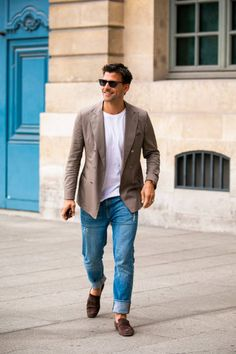Johannes Huebl Photos Pictures and Photos - Getty Images Older Mens Fashion, Camo Fashion, Johannes Huebl, Milan Men's Fashion Week, Paris Fashion, Blazer With Jeans, Blue Jeans, City Outfits, Beige Blazer