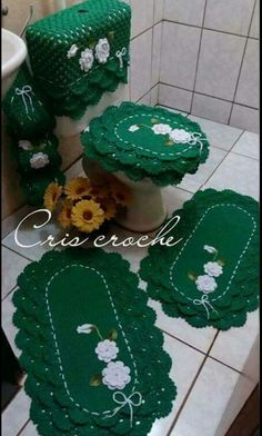 Flores Crochet Table Mat, Knitting Patterns, Crochet Patterns, African Interior, Crochet Diagram, Drops Design, Bathroom Rugs, Crochet Doilies, Table Runners