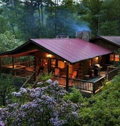 BLOCKHAUS Cabin within the woods with wraparound deck/porch Article Physique: The New Yr is a Festiv Small Log Cabin, Log Cabin Homes, Log Cabins, Small Log Homes, Log Cabin Plans, Mountain Cabins, Barn Plans, Cabin In The Woods, Log Home Decorating