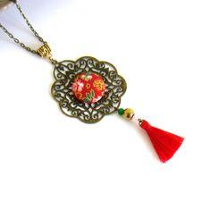Sautoir ethnique asiatique, bronze, rouge, doré, cabochon en coton japonais fleuri, pompon fait main : Collier par color-life-bijoux