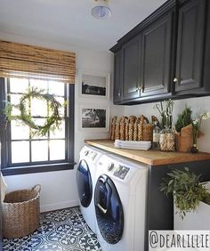 Talk about laundry room goals 😍we would actually enjoy doing laundry in this dream space 🙌if you guys haven't discovered yet we… Home Interior, Interior Design Living Room, Living Room Designs, Living Room Decor, White Laundry Rooms, Laundry Room Inspiration, Room Goals, Laundry Room Design, Laundry Area