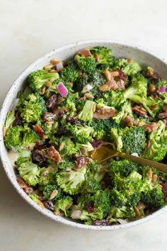 Classic Broccoli Salad (Paleo and Klassischer Brokkolisalat (Paleo und Brocolli Salad With Bacon, Bacon Salad, Broccoli Salad, Whole 30 Recipes, Clean Recipes, Paleo Recipes, 30 Burgers, Whole30, Sugar Free Bacon