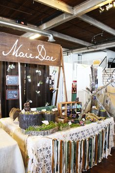 Super craft table display show booth market stalls Ideas Craft Booth Displays, Display Ideas, Stall Display, Craft Booths, Booth Decor, Display Cases, Window Displays, Vendor Table, Vendor Booth