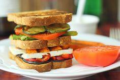 Sándwich de verduras asadas con queso Brie