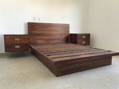 Bed designs Bedroom Bed Design, Modern Bedroom Design, Recamaras King Size, Amazing Beds, Cama Queen, Font Logo, Pallet Beds, Door Steps, Bed Designs