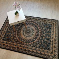 Un model special cu mandale, din 100% lana Noua Zeelanda. Mandala, Rugs, Home Decor, Farmhouse Rugs, Decoration Home, Room Decor, Home Interior Design, Rug, Mandalas