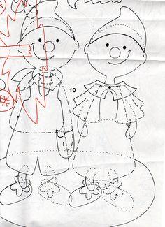 A Kiskunhalasi Napsugár Óvodák Manócska csoportjának ablakdekorációja, mely csodás őszi hangulatot áraszt. Óvodánk felújítása miatt átmenetileg vagyunk ebben az épületben, mégis szeretnénk meghitt, barátságos környezetet biztosítani a kiscsoportos Manócskáknak a befogadás időszakában is. Reméljük,… School Decorations, Christmas Decorations, Baby Crafts, Diy And Crafts, September Crafts, Autumn Decorating, Doll Patterns, Classroom Decor, Projects To Try