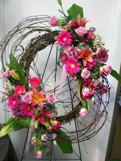 Best Free Funeral Flowers diy Suggestions No matter whether you are planning or even participating in, memorials are always a new sorrowful and at times. Arrangements Funéraires, Funeral Floral Arrangements, Beautiful Flower Arrangements, Beautiful Flowers, Funeral Sprays, Corona Floral, Memorial Flowers, Cemetery Flowers, Funeral Memorial