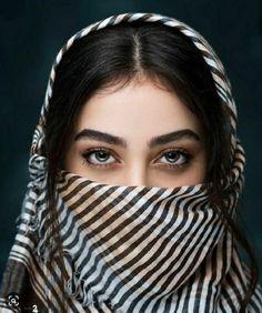 Most Beautiful Eyes, Lovely Eyes, Beautiful Girl Image, Beautiful Hijab, Stylish Girls Photos, Stylish Girl Pic, Girl Face, Woman Face, Niqab Eyes
