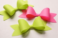 How to make a paper bow from How About Orange. I would use this for a cute bow out of fondant or gum paste