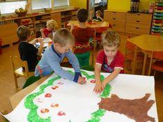 Jablíčka jsme do koruny jabloně natiskli tiskátky z rozpůlených jablek. Diy And Crafts, Kindergarten, Play Activity, Kids Rugs, Autumn, Activities, Education, School, Photography
