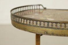 Tavolino basso a fagiolo con marmo - particolare