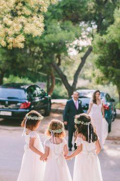 Great Tips for Flower Girl Dress Shopping | Les Trois Soeurs | Bridal Musings Wedding Blog