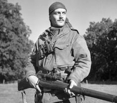 World's longest sniper kill - 2.47km twice! Canadian Soldiers, Canadian Army, Canadian History, British Army, 303 British, American Soldiers, Le Sniper, Sniper Rifles, Lee Enfield
