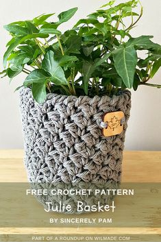 Roundup of 10 free crochet patterns that are great gift ideas for Mother's Day by wilmade.com. Including this beautiful Julie plant basket.