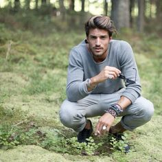 Forrest Gump by Mariano Di Vaio Portrait Photography Poses, Man Photography, Boy Poses, Male Poses, Mdv Style, Street Style Magazine, Forrest Gump, Fashion Poses, Photoshoot Inspiration