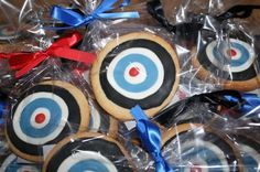 Have kids decorate their own bulls eye cookies as a snack before the start of your movie - A Southern Outdoor Cinema movie snack & food idea for outdoor movie events.: