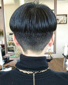 Soyo Hair museumさんはInstagramを利用しています:「モードショート。 スワイプ→…」 Hair Dye Colors, Hair Color, Short Styles, Long Hair Styles, Hair Tattoos, Bowl Cut, Shaved Hair, Sexy Shorts, Cool Haircuts