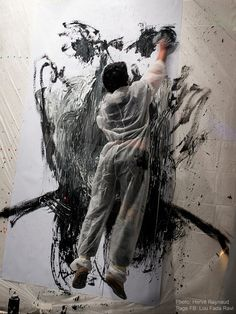 French artist Benjamin Carbonne captured during his 15 day live performance images seconde' frames per second) (Spring via the artist's site Artist Life, Artist Art, Artist At Work, Painters Studio, Body Drawing, Process Art, French Artists, Famous Artists, Art Studios