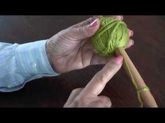 Ovillando la lana con el cabo al centro del ovillo