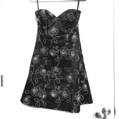 Worn Once White House Black Market Dress Super cute with embroidered roses, fully lined, and great support in the bust White House Black Market Dresses Prom