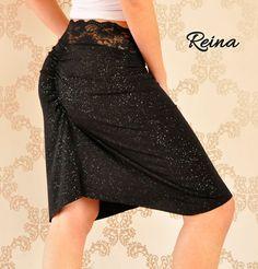 Falda tango negro con pequeños strass y encaje en la cintura.  Tamaño S solamente.