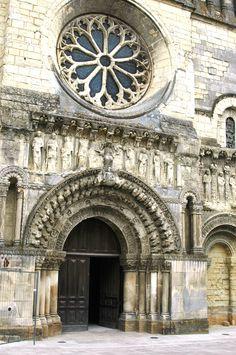 Eglise St Médard  à THOUARS (79)