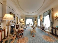A new virtual tour of Prince Charles' London residence gives fans a rare glimpse into royal life Anmer Hall, Clarence House, Principe William Y Kate, Royal Residence, Royal Life, Small Dining, Story House, Prince Charles, Upholstered Furniture