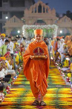 Swamishri with Shri Harikrishna Maharaj Guru Purnima, Bhagavata Purana, Shiva Lord Wallpapers, Kali Goddess, Lord Krishna Images, Ganesha Art, God Pictures, Indian Gods, Hanuman