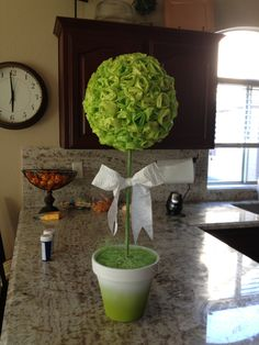use the pretty green color hydrangea flowers for the ball.for bedroom mc Diy Paper, Tissue Paper, Paper Crafts, Diy Crafts, Topiary Trees, Topiaries, Topiary Centerpieces, Banquet Decorations, Hydrangea Flower