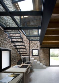 Love this industrial-style work space. Exposed Brick walls are so elegant and sophisticated when done right