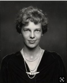Amelia Earheart - pearls and her pilot wings Amelia Earhart, Great Women, Amazing Women, Amelie, Brave Women, People Of Interest, Black And White Portraits, Women In History, Famous Women