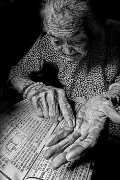 life Line, old lady, hands, fingers, beauty, gesture, wrinckles, aged, lines, portrait, photo b/w