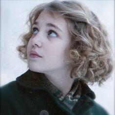 Mairead O'Neill [Sophie Nelisse] Finley's wife, Erinea's little sister