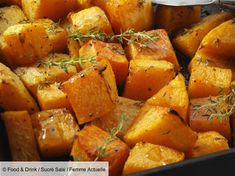 Butternut squash in the oven: discover the cooking recipes of Femme Actuelle Le MAG Easy Soup Recipes, Spicy Recipes, Light Recipes, Pumpkin Recipes, Raw Food Recipes, Dishes Recipes, Oven Recipes, Healthy Brussel Sprout Recipes, Vegetable Soup Healthy