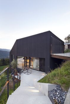 House built on an extremely steep piece of land with forrest views from all the interior spaces - CAANdesign Houses On Slopes, Haus Am Hang, Hillside House, Tiny House Cabin, House Built, Detached House, Architecture Details, Future House, Building A House
