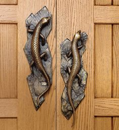 Really love how these lizard door handles are staggered on the doors