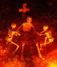 This is such a great scene.  I will definitely have to pose my skeletons for my Halloween display this year.