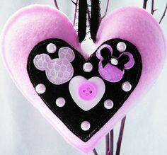 Mickey ♥ 's Minnie felt heart another great party favor or maybe a dress felt pin.