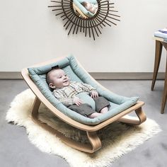 Objet indispensable de la naissance à 7 mois environ, le transat LEVO s'intègre parfaitement dans votre intérieur. Sa conception en bois de hêtre multiplis et s